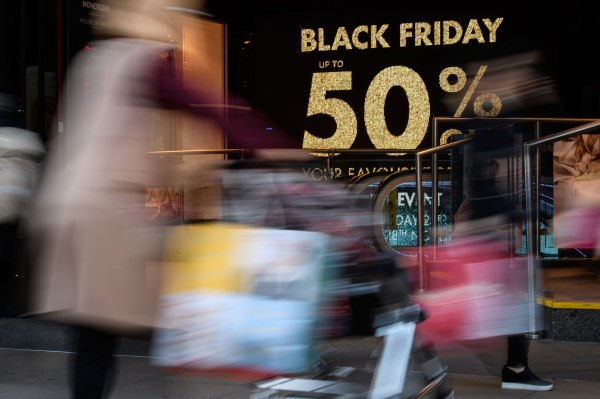 Black Friday sees record $7.4B in online sales, $2.9B spent using smartphones